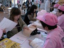 乳房触診モデルによる自己触診法体験